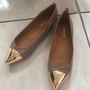Nine West gold cap pointed flats 6.5